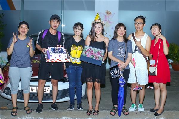 Việc được trở thành một trong ba vị giám khảo của Vietnam Idol Kids, một lần nữa minh chứng sự trưởng thành của Văn Mai Hương trong sự công nhận của giới chuyên môn.Đặc biệt, vào dịp 20/10 tới, cô cùng 4 học trò trong Idol Kids sẽ xuất hiện trong một MV cảm động về tình mẫu tử. - Tin sao Viet - Tin tuc sao Viet - Scandal sao Viet - Tin tuc cua Sao - Tin cua Sao
