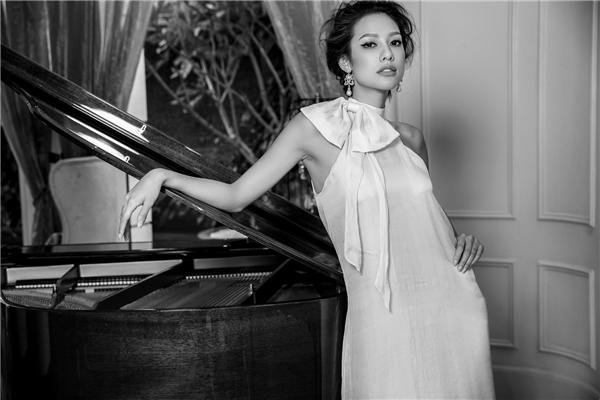 Lily Nguyễn có hơn 6 năm hoạt động với nghề người mẫu tại Canada và Thái Lan. Người đẹp bắt đầu sự nghiệp tại Việt Nam cách đây hai năm dưới sự giúp đỡ của ông bầu Vũ Khắc Tiệp. Tuy nhiên không lâu sau đó,cô hoạt động một mình, mãi đếnThe Face 2016, chân dài mới được chú ý.