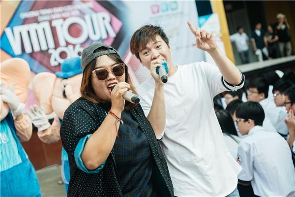 Màn song kiếm hợp bích của ca sĩ Phương Anh Idol và và nhạc sĩ – ca sĩ Phạm Toàn Thắng cũng rất được yêu mến.