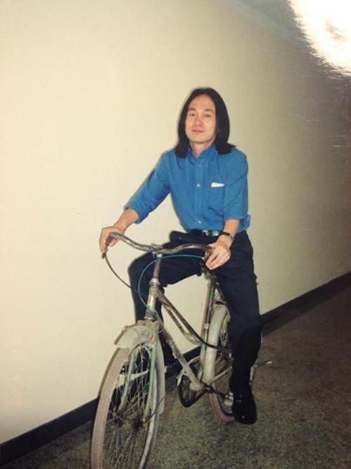 Ít ai biết, nhạc sĩ Quốc Trung cũng từng một thời để tóc dài đến chấm vai.