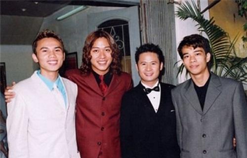 Tuấn Hưng vào những năm 2000 với mái tóc khiến khán giả có thể bật cười.