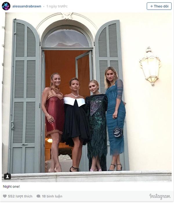 Nhà thiết kế thời trang Mary Kate, nữ diễn viên Ashley Olsen cùng Marcella Guarino và Allessandra Brawn.