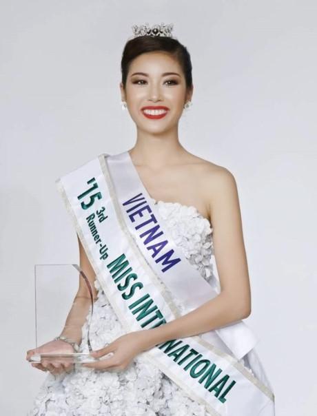 Tại cuộc thi Miss International 2015 diễn ra tại Nhật Bản, người đẹp Phạm Hồng Thúy Vân đã xuất sắc đăng quang ngôi vị Á hậu 2, mang về thành tích cao nhất trong lịch sử người đẹp Việt thi Hoa hậu. - Tin sao Viet - Tin tuc sao Viet - Scandal sao Viet - Tin tuc cua Sao - Tin cua Sao