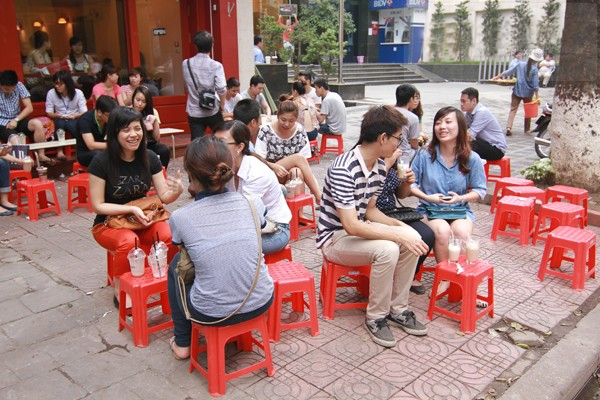 Café Vỉa Hè – Văn hóa café đậm chất Sài thành
