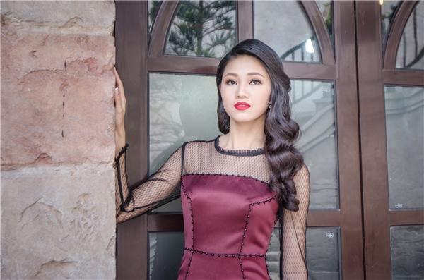 Sau những trải nghiệm tuyệt vời tại làng Then, Bắc Giang (làng vĩ cầm duy nhất của Việt Nam), Á hậu 1 Hoa hậu Việt Nam 2016 đã đến với thành phố Đà Nẵng xinh đẹp và tham quan một địa điểm du lịch nổi tiếng tại Bà Nà.