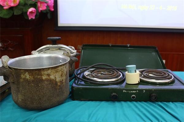 Thời đó, điện rất hiếm, chỉ những gia đình ở phố thị mới có thể sử dụng bếp điện. (Ảnh: internet)