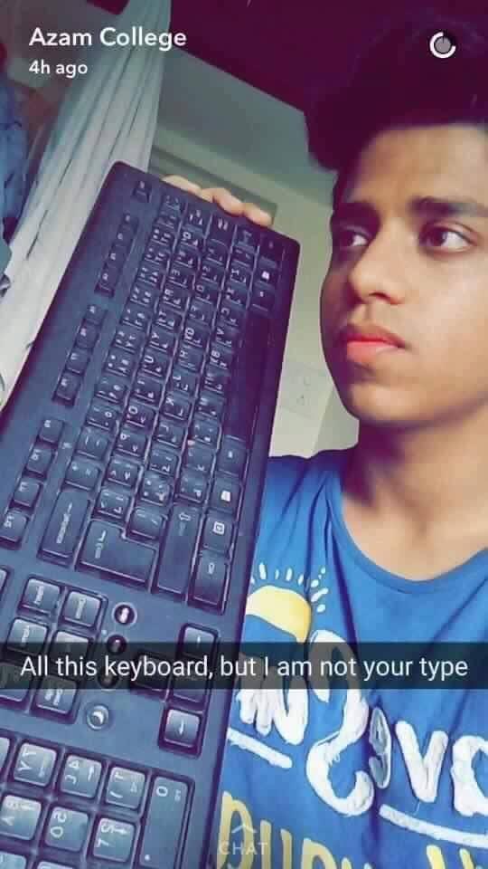 Cả một bàn phím nhiều phím thế này, nhưng anh vẫn không phải là gu của em. (Chú thích: type vừa là gu, vừa có nghĩa là hành động đánh máy) (Ảnh: Facebook The Gei World)