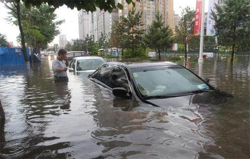 Mùa bão lũ thế này việc bảo quản xe khỏi hỏng hóc trở thành điều được mọi người quan tâm.