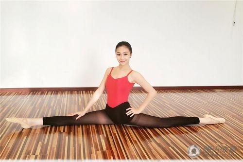 Tại Trung Quốc, trào lưu xoạc chân hết cỡ để chứng tỏ sự mềm dẻo của cơ thể đang được giới trẻ đua nhau thể hiện.