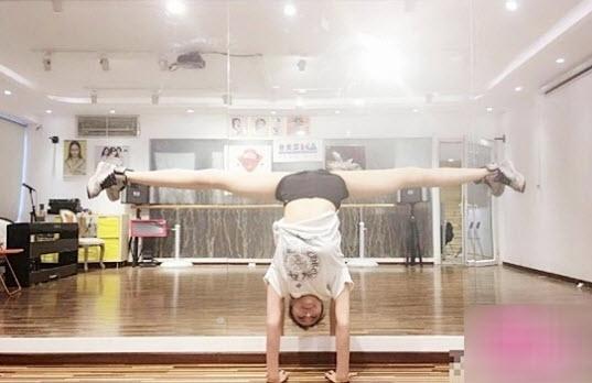 Việc tập luyện thường xuyên giúp Yan Mi có được vóc dáng thon gọn