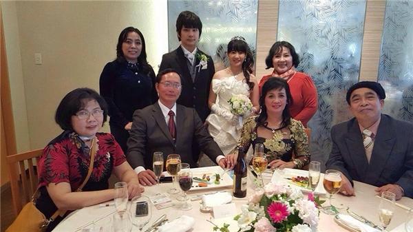 ...rồi về Việt Nam làm đám cưới lần hai.