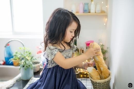 Nhìn hai bé đáng yêu thế này, chắc hẳn các bà mẹ bỉm sữa cũng ao ước mình sẽ có được hai thiên thần đáng yêu như thế.