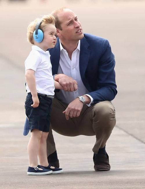Độ hài hòa trong màu sắc trang phục của George cũng được bố mẹ hết sức chú trọng.