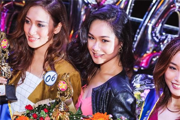 """Phan Ngọc Ngân (trái) đoạt giải Miss Beauty – thí sinh có gương mặt đẹp nhất. Trong khi Đỗ Gia Bảo Trâm (phải) cùng với thần thái và khí chất xuất thần cũng đoạt giải Miss Fashion. Cô bạn này còn là một """"beauty blogger"""" có khả năng tiếng Anh rất tuyệt vời."""