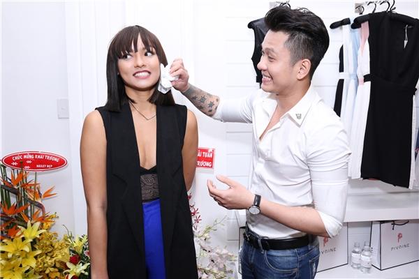 Đồng hành cùng Mai Ngô là nam ca sĩ Ngọc Khanh. Vừa qua, cặp đôi này cũng có dịp hợp tác trong một sản phẩm âm nhạc mới.
