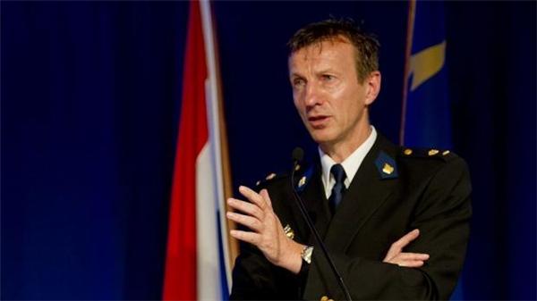 Ông Wilbert Paulissen - người đứng đầu Lực lượng Thám tử Quốc gia Hà Lan, phát biểu tại buổi họp báo. (Ảnh: ANP)