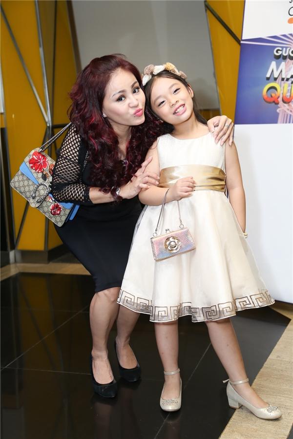 Diễn viên Lê Giang và bé Mai Chi