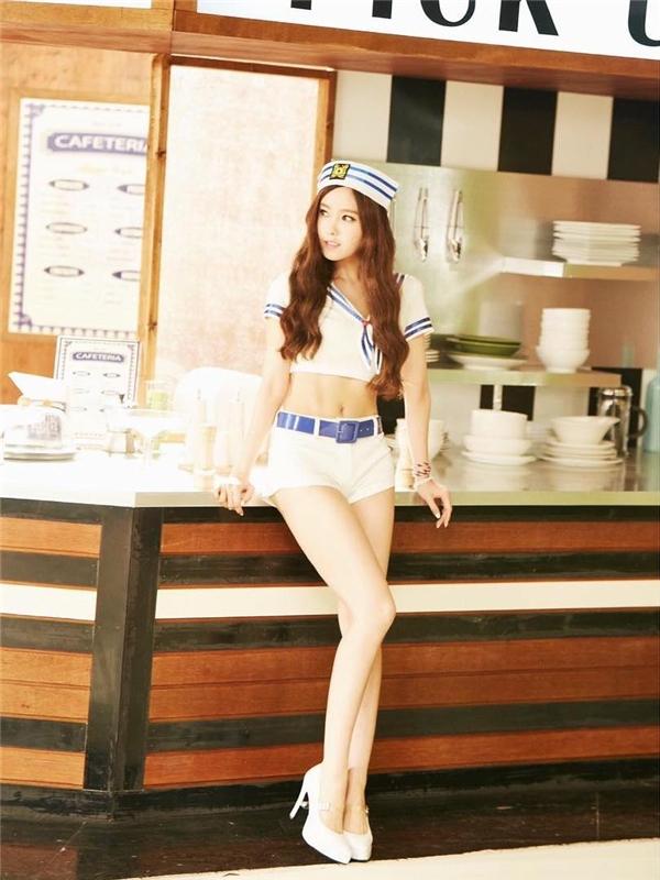 """Để chuẩn bị cho sản phẩm """"đánh lẻ"""" đầu tay, Hyomin (T-ara) đã nỗ lực giảm cân để sở hữu thân hình quyến rũ đáng mơ ước. Thừa thắng xông lên, cô nàng tiếp tục """"mê hoặc"""" trái tim của fan nhờ theo đuổi và giữ vững vóc dáng gợi cảm đến tận hôm nay."""