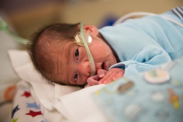 Khi Angle mới 22 tuần tuổi, người mẹ đột ngột xuất huyết và chết não.