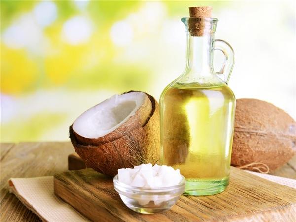 Dầu dừa có công dụng làm trắng răng khi trộn kèm baking soda. (Ảnh: Internet)