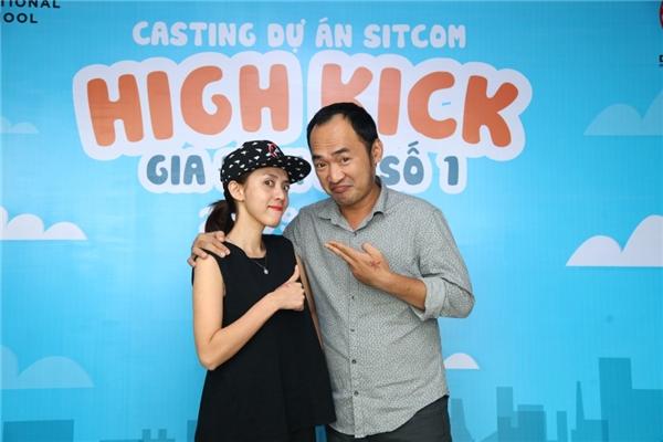 """Về phần mình, Thu Trang thì cho rằng: """"Tôi cũng xuất phát từ sitcom đi ra vì đã từng đóng phim sitcom nhiều và cũng đã từng hợp tác với lại anh Văn Công Viễn một phim sitcom. Có lẽ vì vậy mà tiêu chí tuyển chọn diễn viên của tôi cũng có phần khắt khe hơn bởi tôi hiểu được những yêu cầu cao của một diễn viên đóng phim sitcom khi phải quay hình và lấy tiếng trực tiếp""""."""