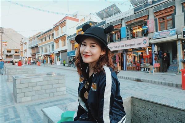 Cô thành thạo tiếng Nga, tiếng Anh và hiện tại đang học thêm tiếng Hàn, tiếng Tây Ban Nha để hỗ trợ cho công việc cá nhân. - Tin sao Viet - Tin tuc sao Viet - Scandal sao Viet - Tin tuc cua Sao - Tin cua Sao