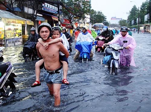 Những ngày sắp tới, Sài Gòn chuẩn bị gánh chịu thêm những trận mưa kéo dài.