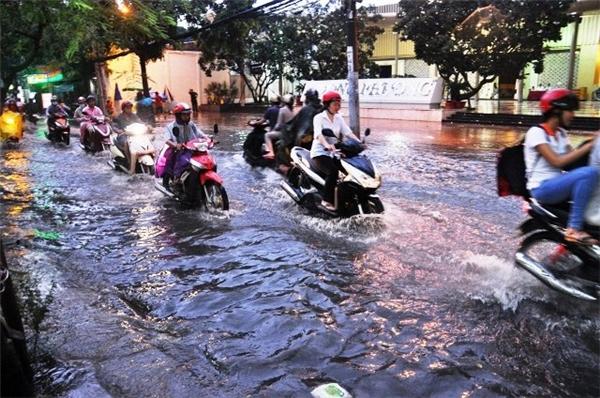 10 ngày tới, Sài Gòn tiếp tục hứng chịu những trận mưa khủng