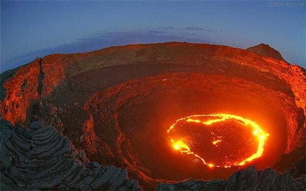Vùng trũng Afar là có chảo dung nham nóng hàng nghìn độ C.
