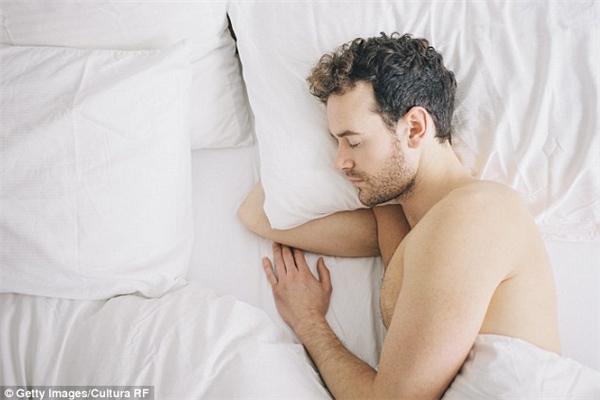 Sau tình đầu năm 23 tuổi, JF vẫn độc thân dù sắp bước vào tuổi trung niên. (Ảnh minh họa).