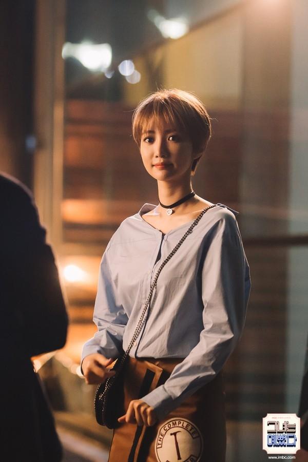 """GoJoon Hee đã """"nâng tầm"""" nhan sắc của mình nhờ kiểu tóc pixie vô cùng thời thượng."""