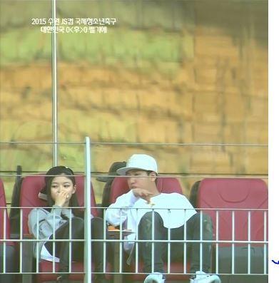 """Kim Yoo Jung không ít lần vướng tin đồn hẹn hò """"vô duyên"""""""