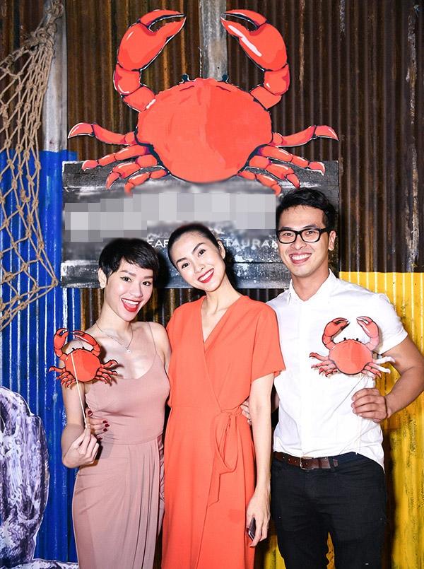 Nữ ca sĩ Trà My Idol và stylist Nguyễn Quang Tuyến vui mừng khi thấy Hà Tăng ngày càng thành công trong sự nghiệp kinh doanh. - Tin sao Viet - Tin tuc sao Viet - Scandal sao Viet - Tin tuc cua Sao - Tin cua Sao
