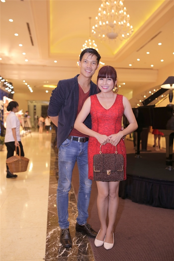MC Ngọc Tiên được chồng tháp tùng trong sự kiện. - Tin sao Viet - Tin tuc sao Viet - Scandal sao Viet - Tin tuc cua Sao - Tin cua Sao
