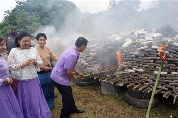 Các quan chức và cơ quan chính phủ cũng trực tiếp tham gia buổi lễ tiêu huỷ cần sa.