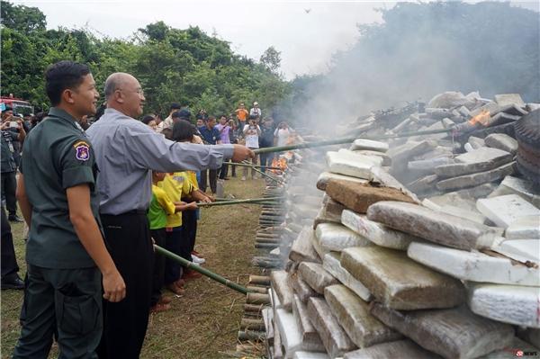Buổi lễ diễn ra dưới sự chứng kiến của chính quyền, lực lượng cảnh sát và người dân