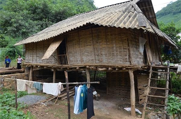 Ngôi nhà của Bó ởbản Mờn (Ảnh Internet)