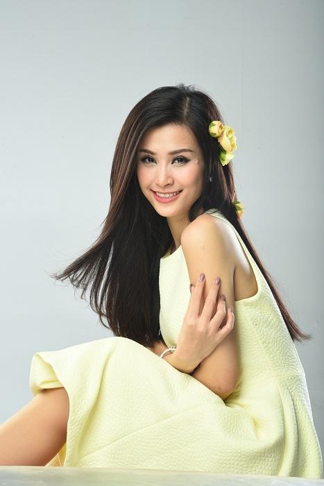 Màu vàng buttercup làm nổi bật mái tóc mềm mượt đầy sức sống của Đông Nhi. - Tin sao Viet - Tin tuc sao Viet - Scandal sao Viet - Tin tuc cua Sao - Tin cua Sao
