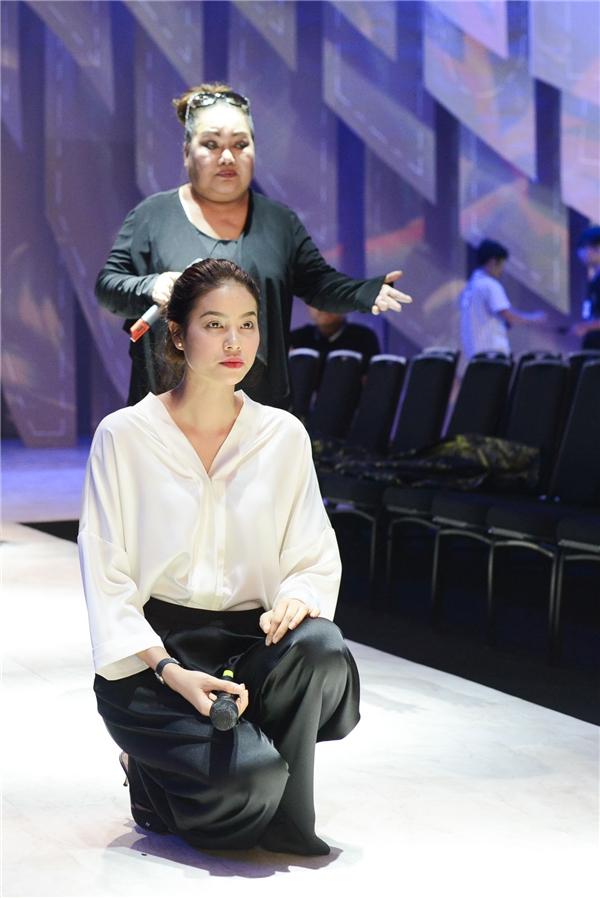 Phạm Hương khóc ròng khi tập luyện cùng NSND Ngọc Giàu