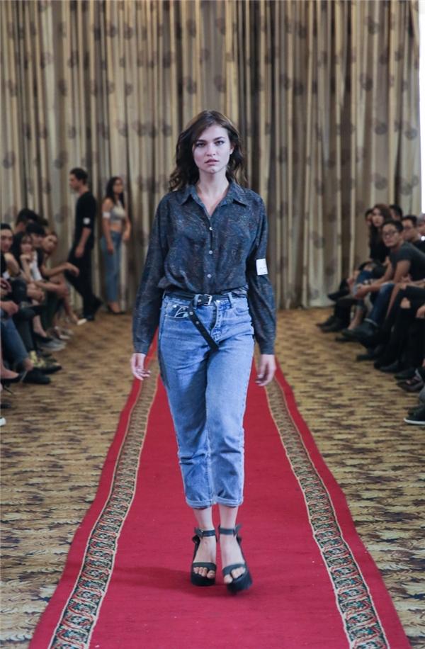 Các người mẫu ngoại quốc cũng tham gia casting.