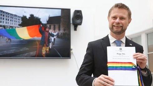 Na Uy là quốc gia đầu tiên thông qua đạo luật cho phép trẻ em từ 6 tuổi có quyền chuyển đổi giới tính trước pháp luật mà không cần phẫu thuật chuyển giới