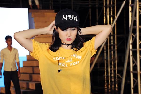 Với hàng loạt thành công liên tục trong 2 năm vừa qua, Đông Nhi được nhìn nhận là nữ ca sĩ thành công nhất thuộc lớp thế hệ mới của nhạc Việt, chính vì thế liveshow lần này của cô được khán giả lẫn giới chuyên môn vô cùng chờ đợi. - Tin sao Viet - Tin tuc sao Viet - Scandal sao Viet - Tin tuc cua Sao - Tin cua Sao