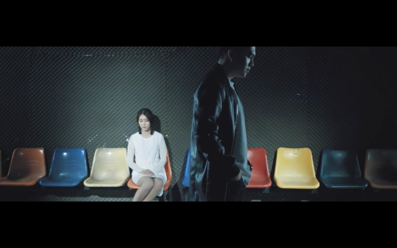 """MV phản ánh tâm trạng đối nghịch của hai người yêu nhau khi nói lời chia tay, được Nam Cường cùng bạn diễn người Hàn diễn tả đầy tự sự và cảm xúc. Nam Cường vào vai khá """"ngọt"""" là một điểm cộng dành cho anh, thể hiện nhiều của cảm xúc. - Tin sao Viet - Tin tuc sao Viet - Scandal sao Viet - Tin tuc cua Sao - Tin cua Sao"""