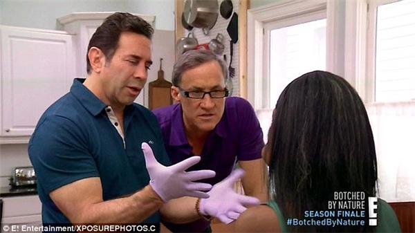 Để quá trình phẫu thuật diễn ra thuận lợi tối đa, bác sĩ Nassif đã nhờ đến sự hộ trợ của bác sĩGreg Levitin.