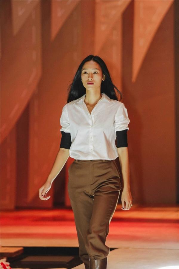 Lan Khuê, Mai Ngô tất bật tập luyện catwalk để quét sạch sàn diễn