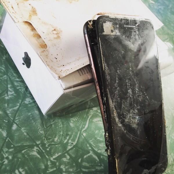 iPhone 7 bị cháy đen và hư hỏng nghiêm trọng. (Ảnh: BGR)