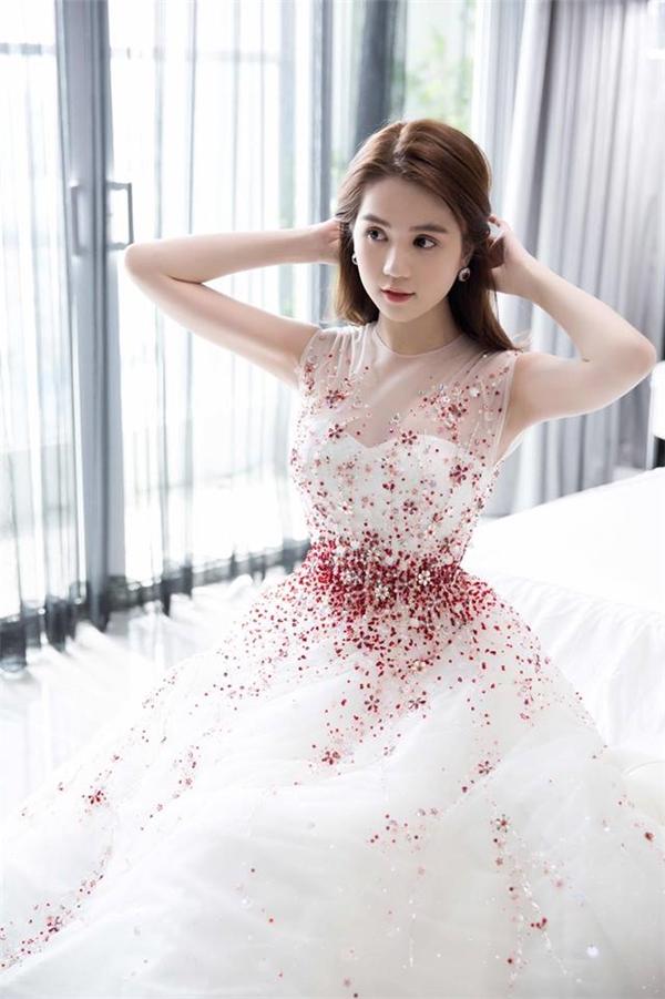 Ngọc Trinh và những bộ cánh đẹp nao lòng trên thảm đỏ quốc tế
