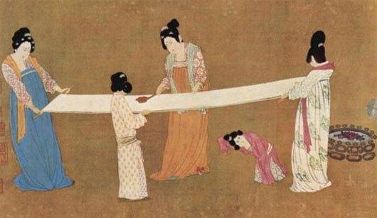 Chính người Trung Quốc phát minh ra giấy vào năm 105 và cũng là những người đầu tiên sử dụng giấy vệ sinh mềm vào thế kỷ VI.