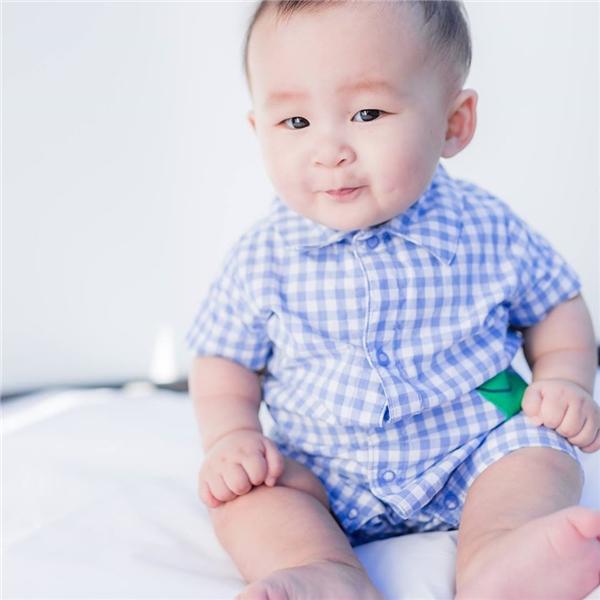 Trong trang nhà Felix Trương cũng hé lộ nhiều hình ảnh cận cảnh về chân dung bé trai đáng yêu mà mẹ Xuân Mai đã ẵm trước đó.  - Tin sao Viet - Tin tuc sao Viet - Scandal sao Viet - Tin tuc cua Sao - Tin cua Sao