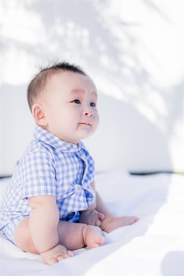 Theo thông tin chia sẻ trên Instagram, Felix Trương sinh ngày 19/09/2015 và năm nay cậu bé cũng vừa tròn 1 tuổi. Tuy nhiên, đây cũng mới chỉ là dấu chấm hỏi và để khẳng định có chính xác không chỉ cóXuân Maimới có thể xác nhận. - Tin sao Viet - Tin tuc sao Viet - Scandal sao Viet - Tin tuc cua Sao - Tin cua Sao
